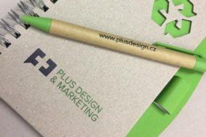 UV tisk na stroji Mimaki, logo Plus Design and Marketing